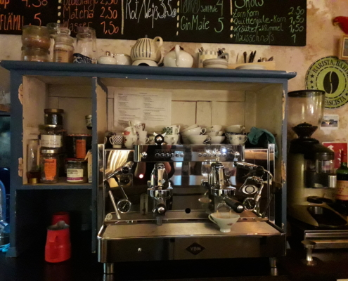Siebträger Kaffemaschine im Café schickSAAL in Lübeck